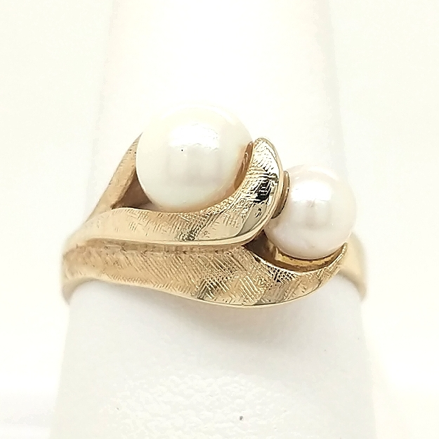 14K Yellow Gold 2 Pearl ring with Florentine Finish size 8